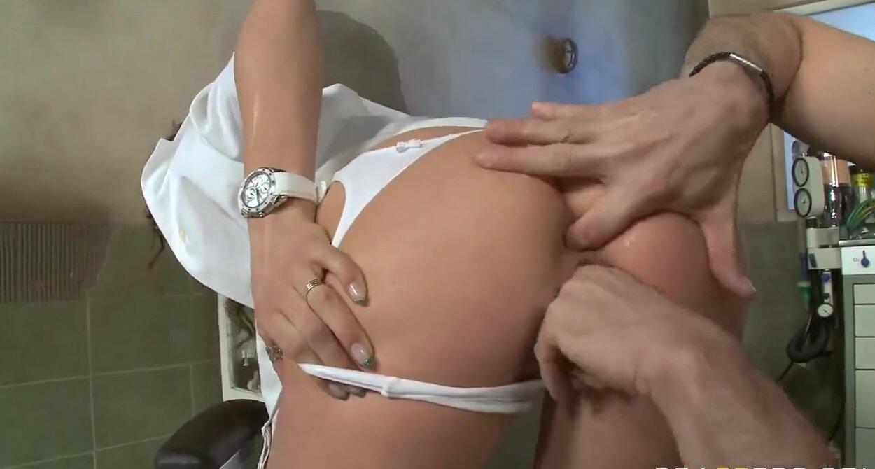 Секс с врачихами смотреть онлайн 12 фотография