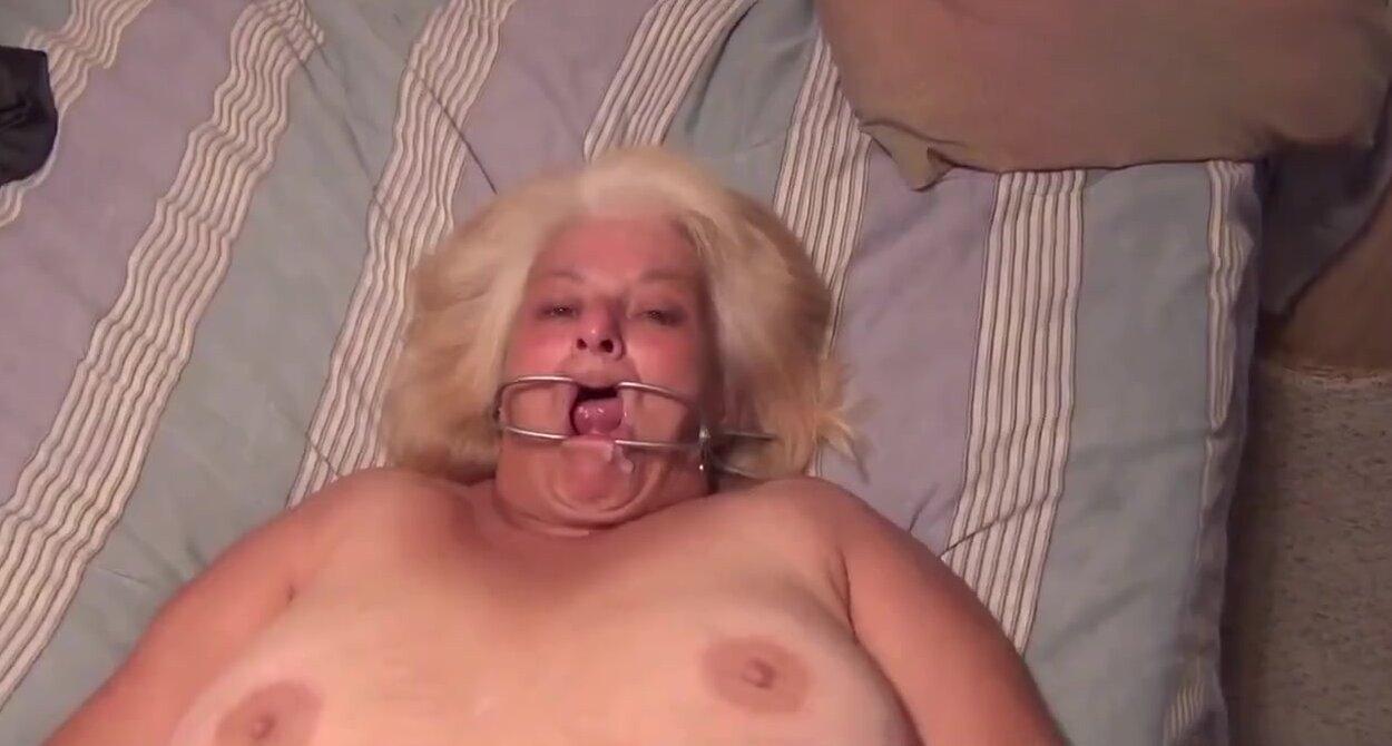 порно ебут старух в жопу молодые парни
