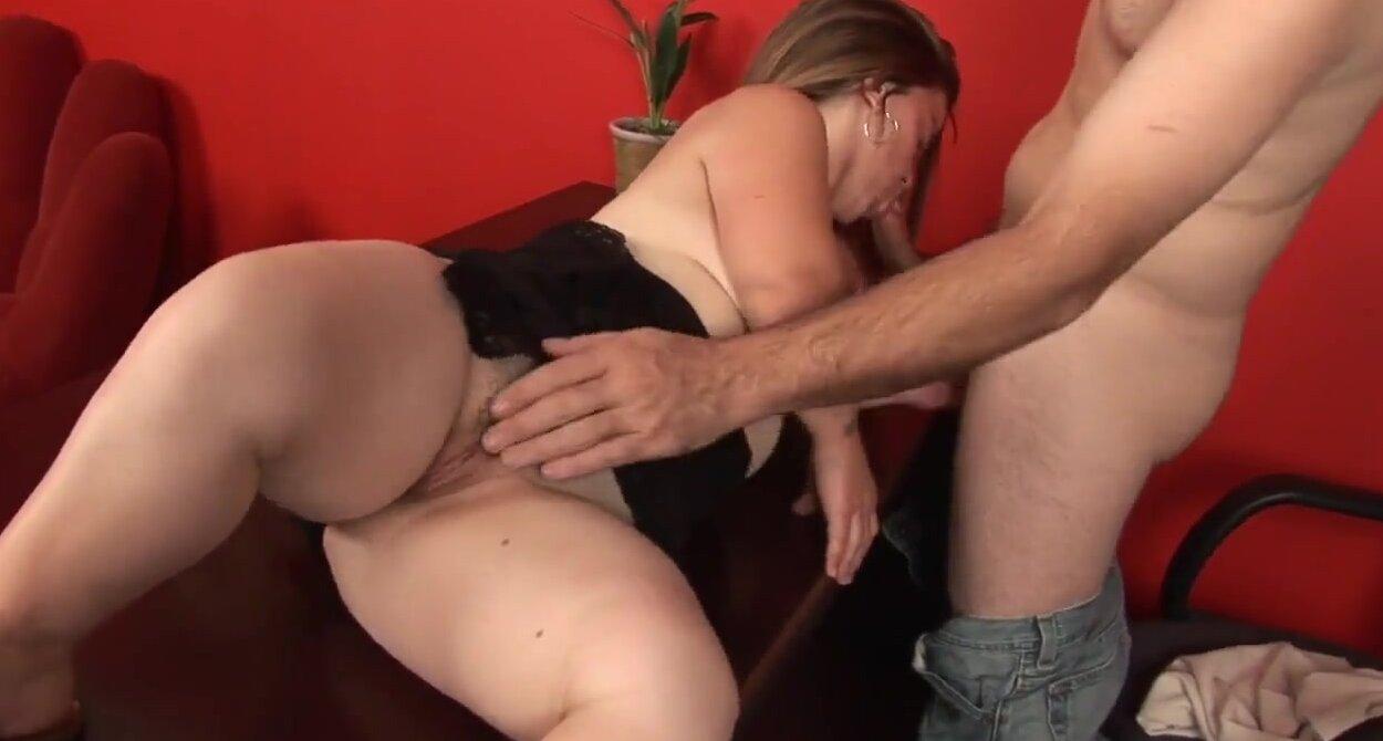 Смотреть секс мужика с лилипуткой