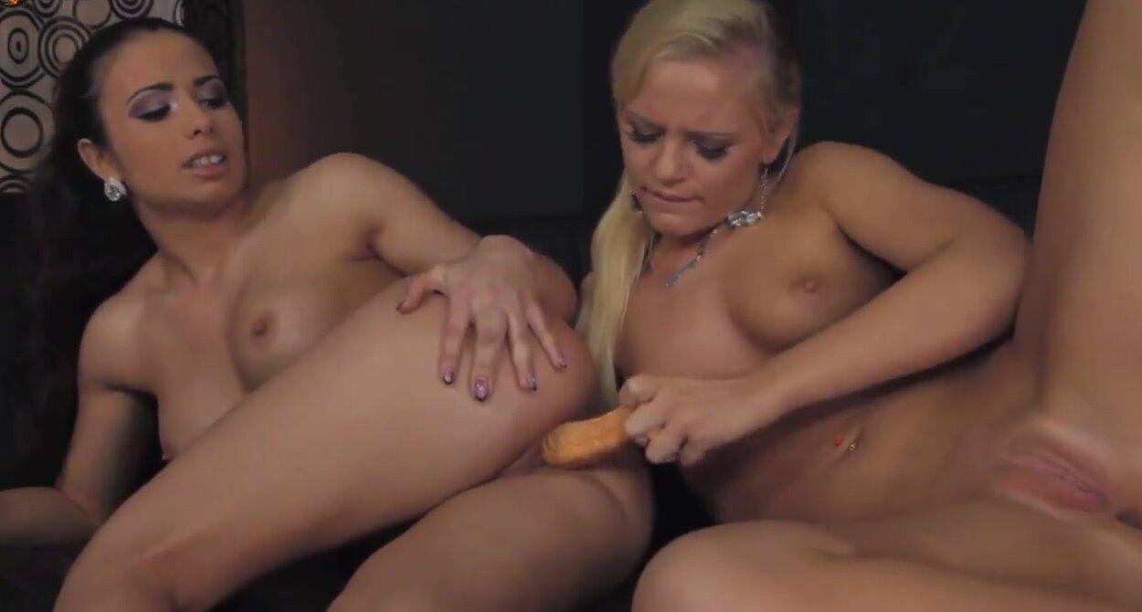 Порно ролики лесбиянок фистинг страппон