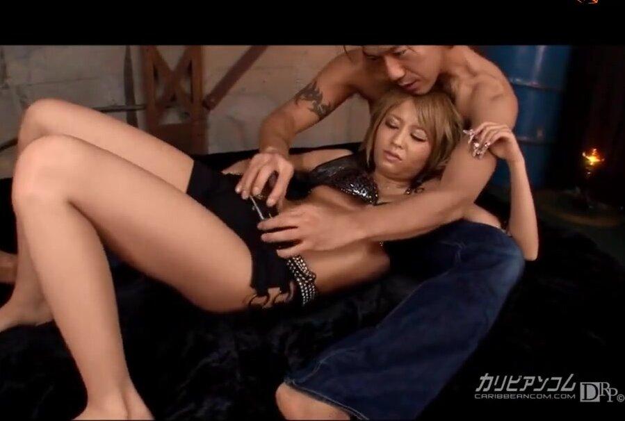 Видео порно азиат дрочит ей рукой