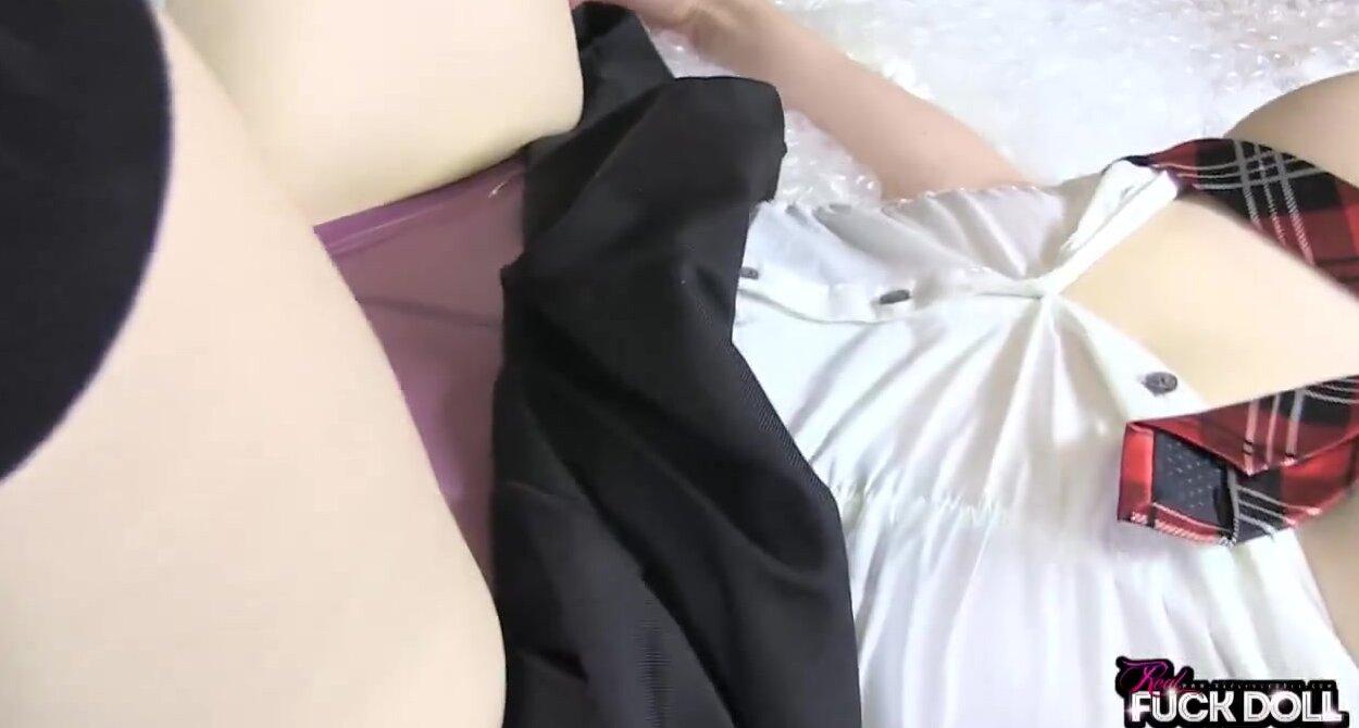 Трахает секскуклу вк