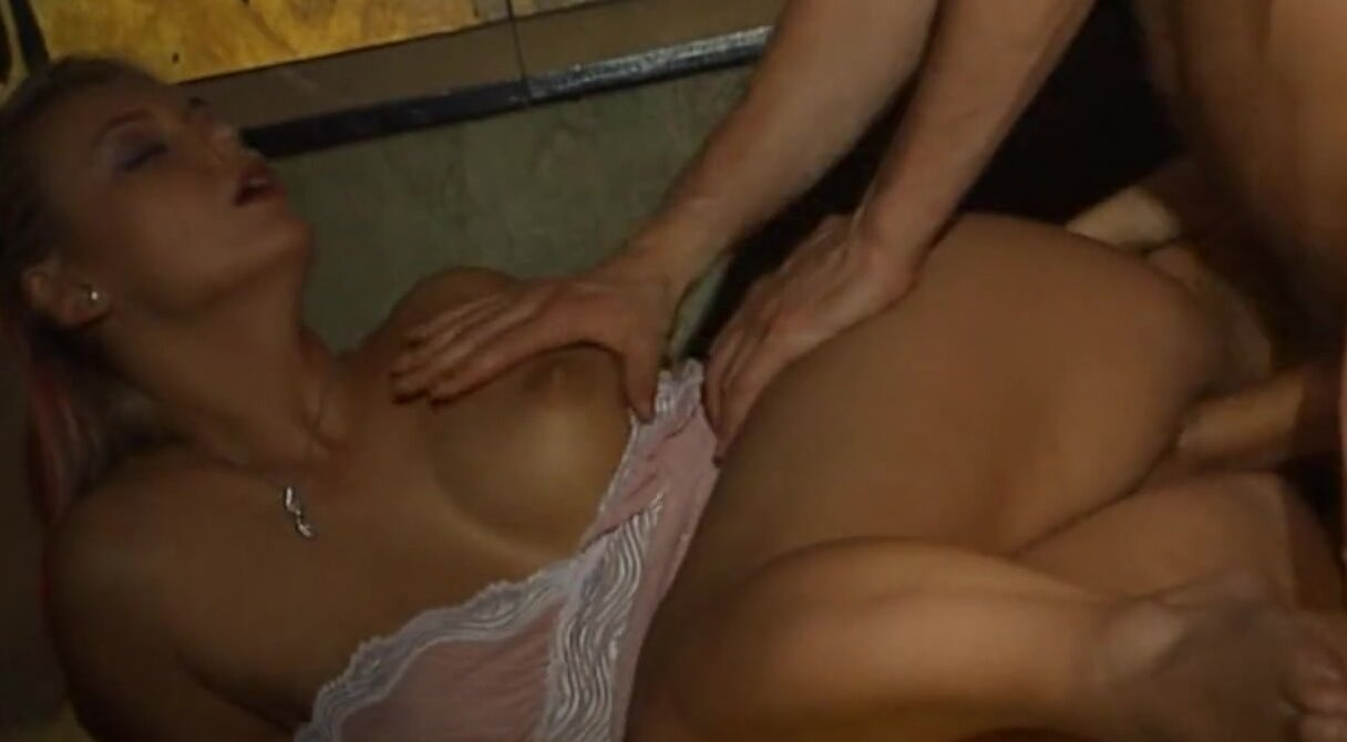 телочка личет вагину