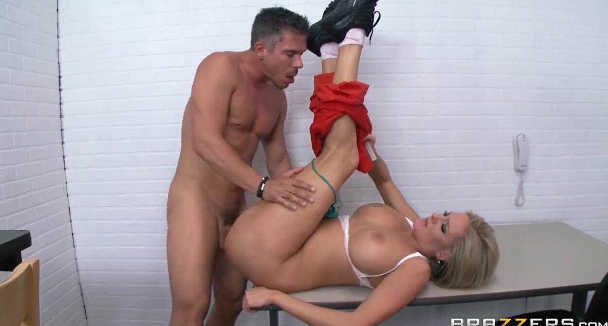 Порно видео сисястых блондинок в тюрьме