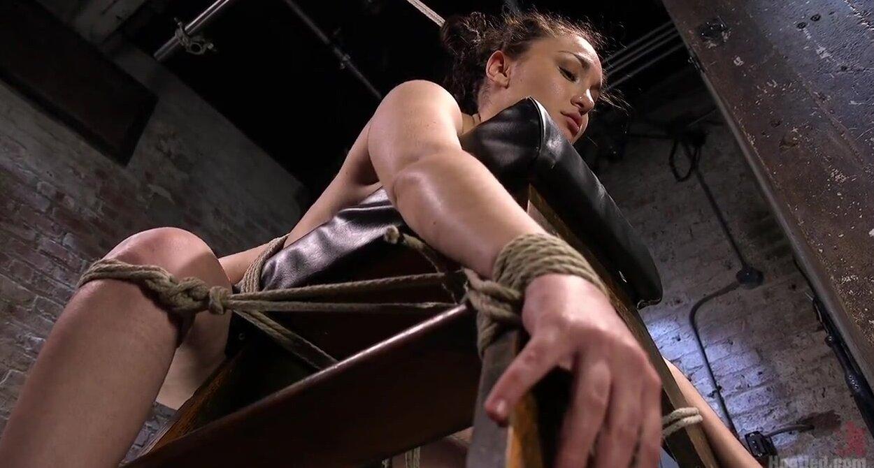 Секс верёвками очень сильна