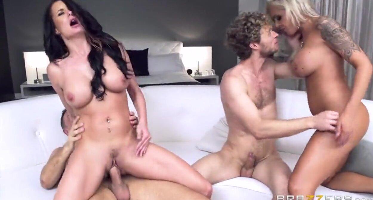 Смотреть онлайн бесплатно секс на четверых