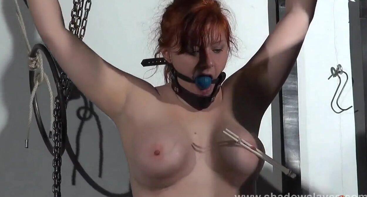 Порно мучает соски