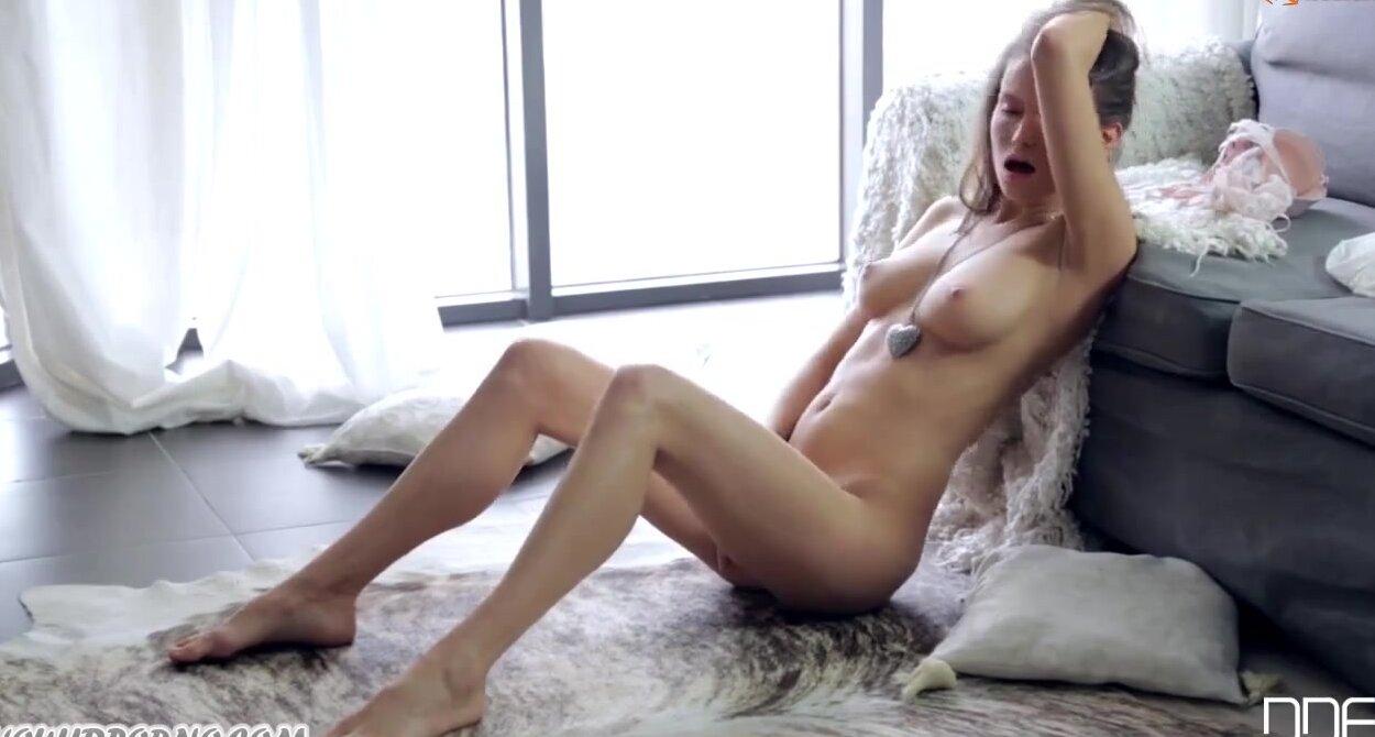 Порно видео с красивой цыпой