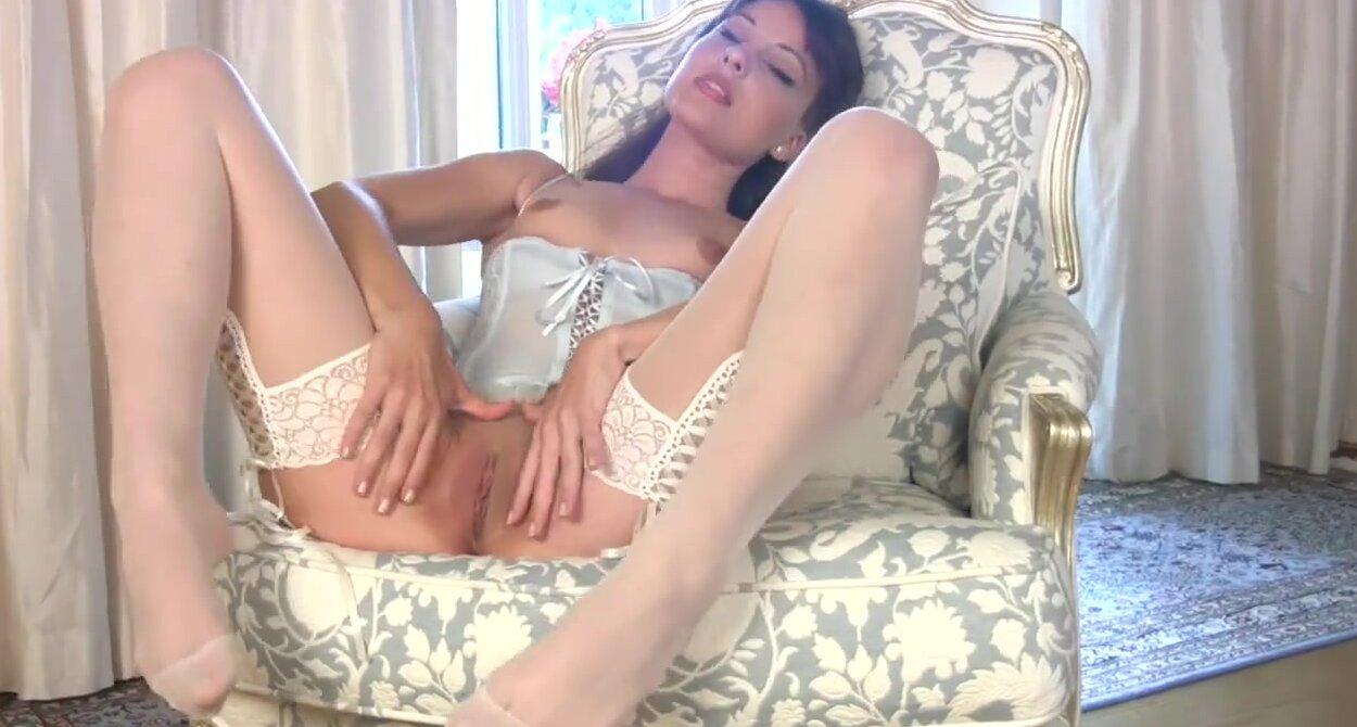 Порно в чулках и белом корсете в качестве hd 720
