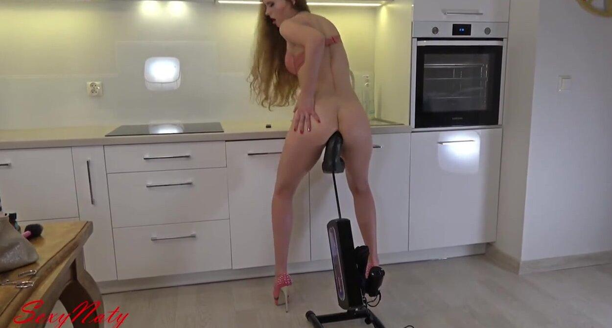 В гараже секс машина выебала