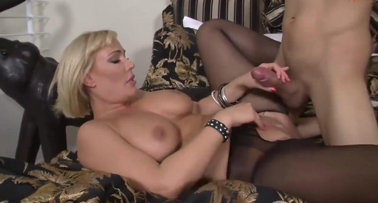 Секс молодой со зрелой