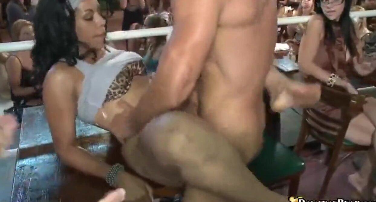 видео публичного секса на дискотеке