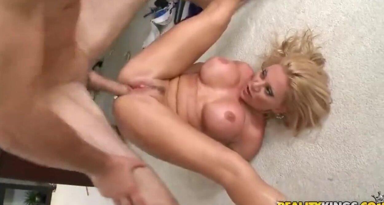порно с грудастой в офисе