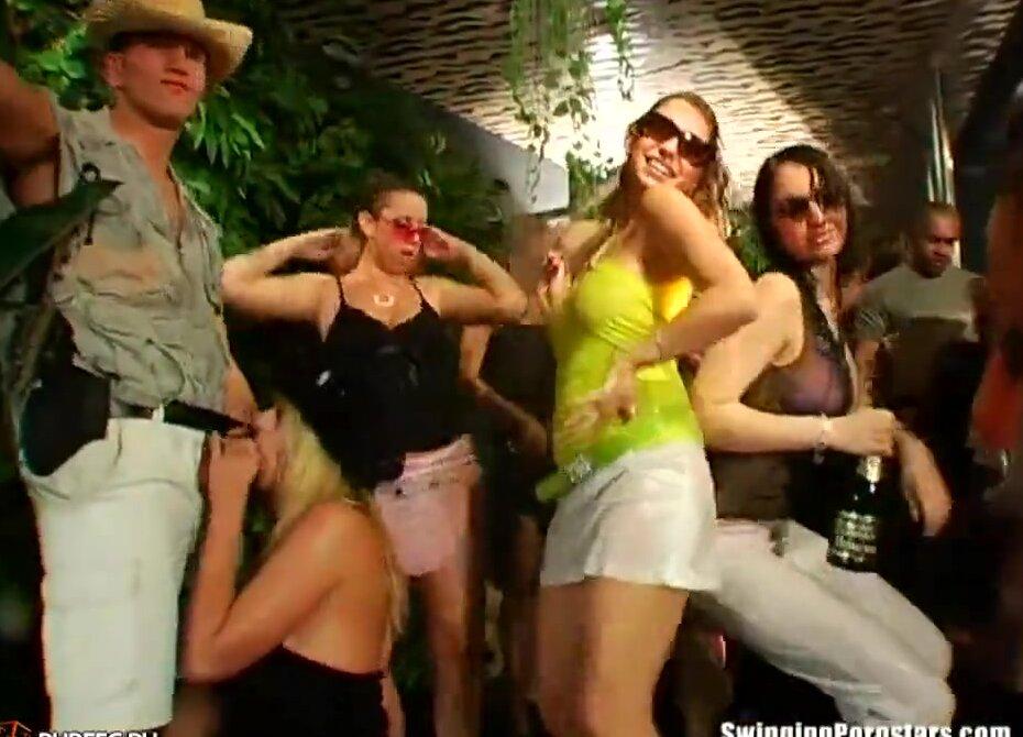 Мокрая вечеринка с порно