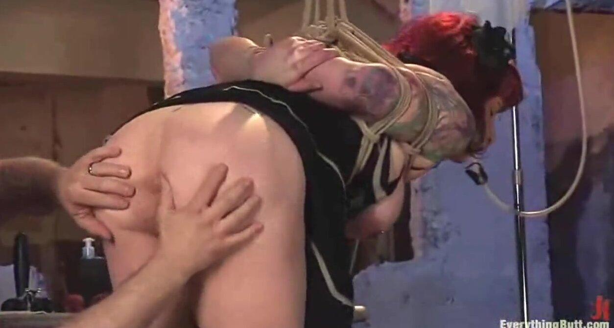 Молодой доктор трахает зрелую пациентку скачать видео бесплатно