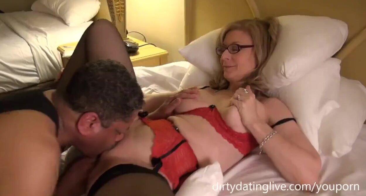 Катю трахает в ванной брат - порно видео