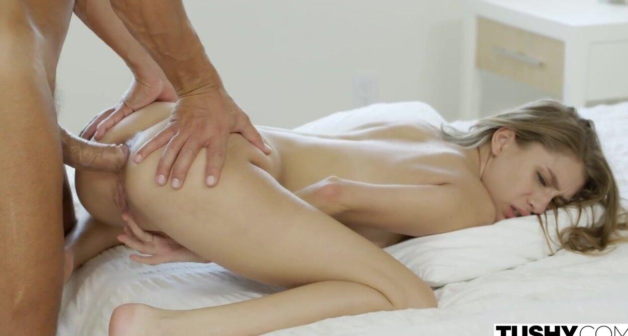 Анал в первый раз в порно